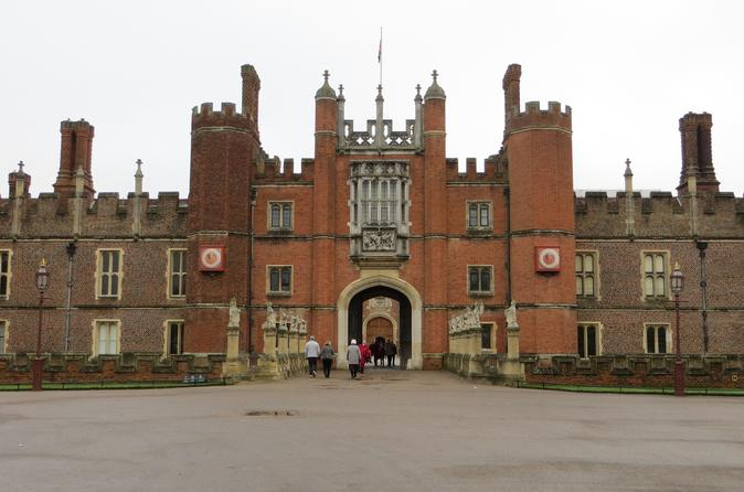 Private Tour Hampton Court Palace by Luxury Sedan