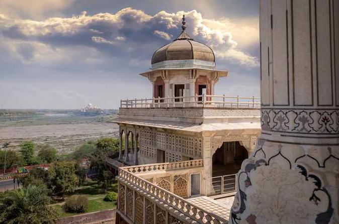 Half-Day Agra Taj Mahal Tour by Private AC Car