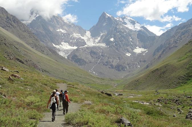 Caminhada em geleira no Monumento Natural El Morado saindo de Santiago