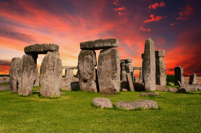Stonehenge, Bath & English Countryside - 2 World Heritage Sites in 1 Day!