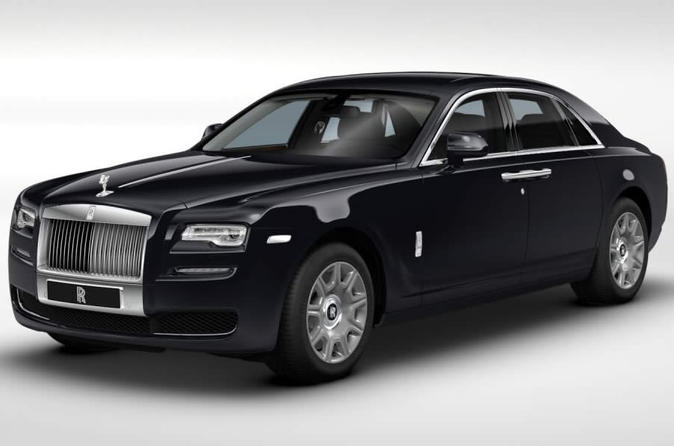 Private Arrival Transfer in a Luxury Rolls Royce from Heathrow Airport to Central London