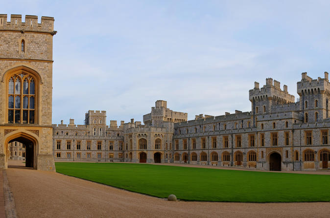 Private Chauffeured Range Rover to Windsor Castle from London