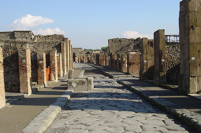Day Trip from Rome to Naples and Pompeii - Private Tour