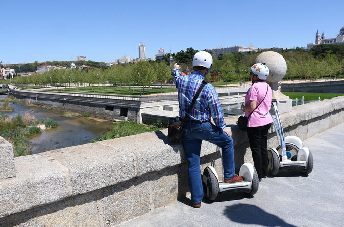 Madrid: Madrid:  River & Casa de Campo 1,5H Ninebot- Segway Tour