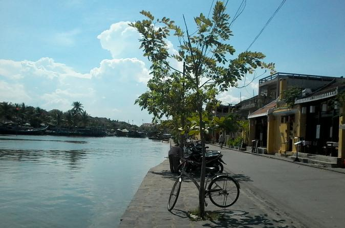 Hoi An Food Tour Including Dinner and Drinks