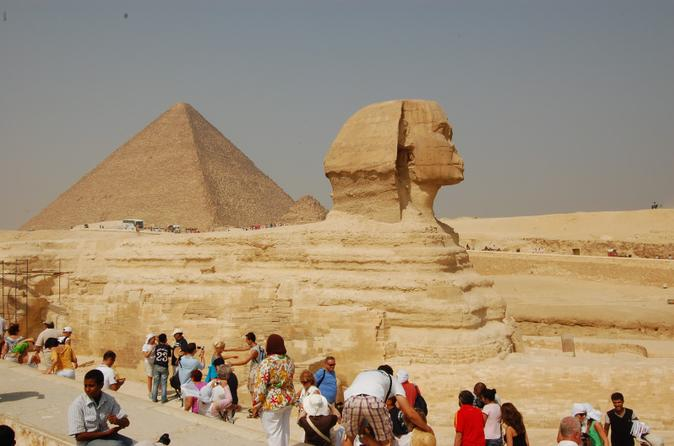 Discover Cairo: Giza Pyramids and Egyptian Museum including lunch