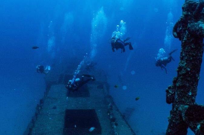 Small-Group Deep Dive in Oahu with Shipwreck and Reef