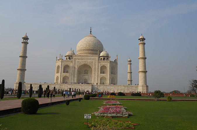 Private Same day Taj Mahal tour package from Pune with flight