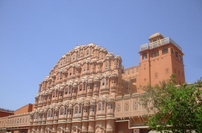 Private Tour: 2-Day Jaipur Tour Including Amer Fort and Chokhi Dhani Dinner