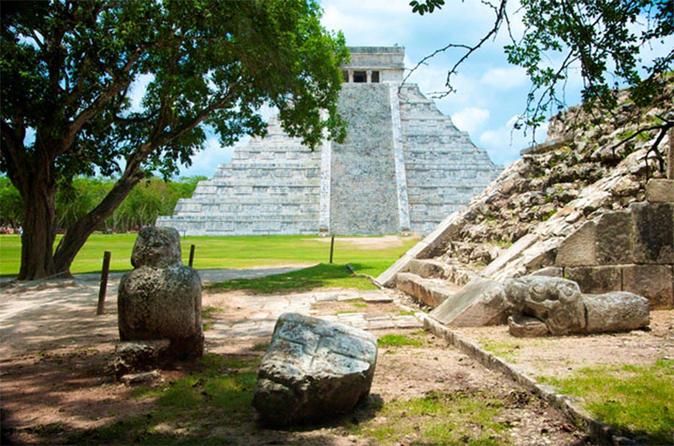 Excursão privada a Chichen Itza e Ruínas de Coba com almoço e mergulho no Cenote de Ik Kil saindo de Cancun