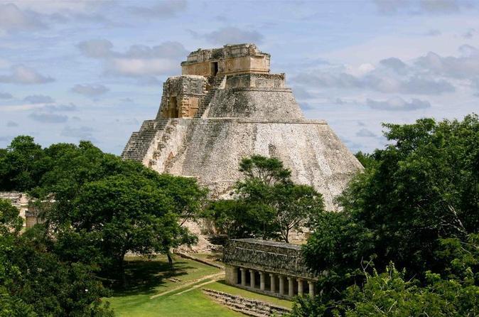 Excursão privada dos destaques da Península do Yucatán de 2 dias, Chichen Itza, Ik-kil, Merida e Uxmal