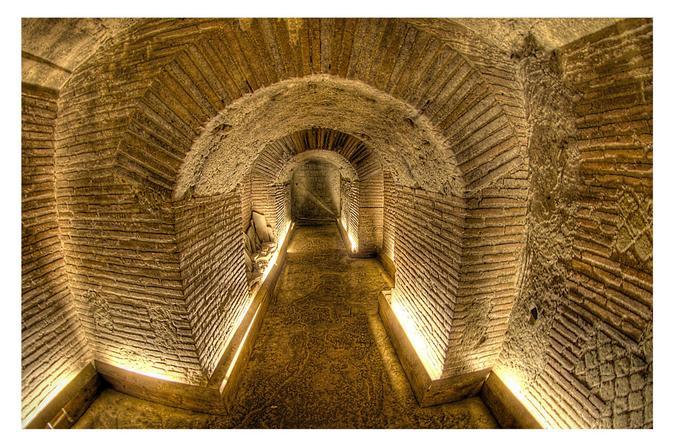 Excursão guiada da área subterrânea de Nápoles com transporte opcional