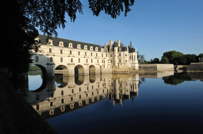 Guided Loire Castle Tour from Paris by Minibus
