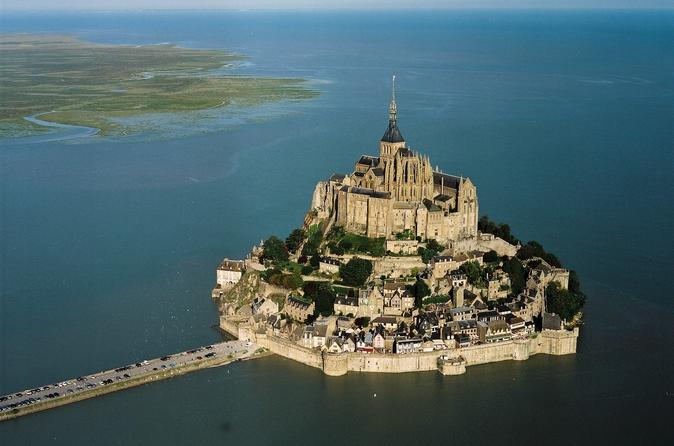 Mont Saint Michel Guided tour from Paris and Abbey Entrance Ticket