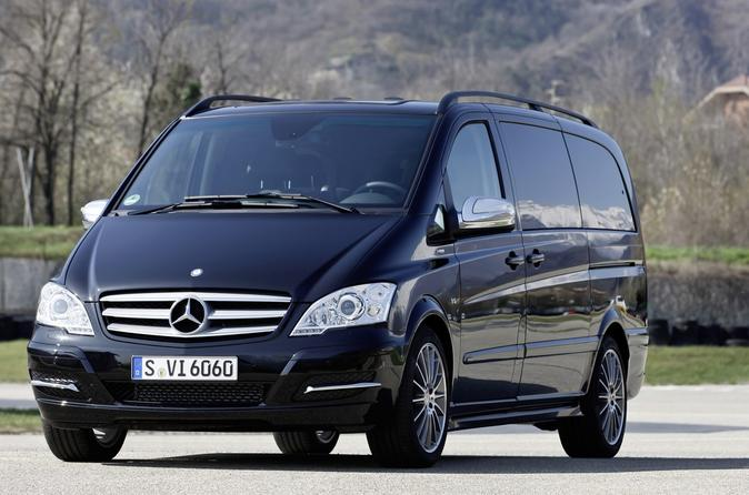 Prague Airport: Luxury Van Private Arrival Transfer