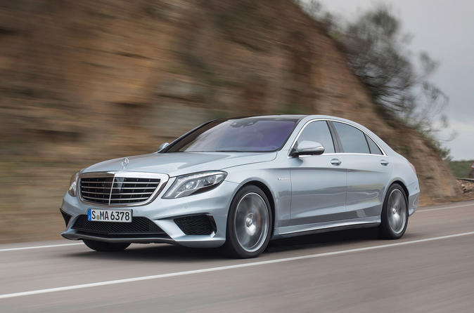 Private Arrival Transfer: London Luton Airport to Central London in a Luxury Car
