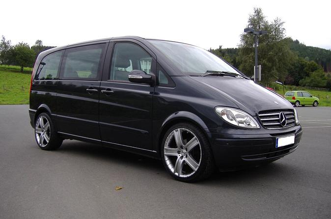 Private Arrival Transfer: London Luton Airport to Central London in a Luxury Van