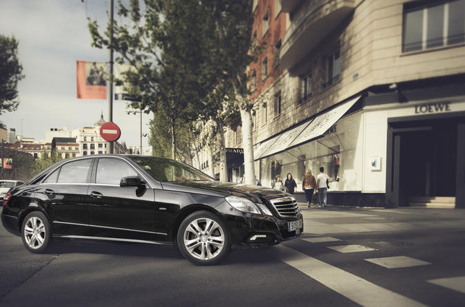 Private Departure Transfer: Central London to Heathrow Airport in a Business Car