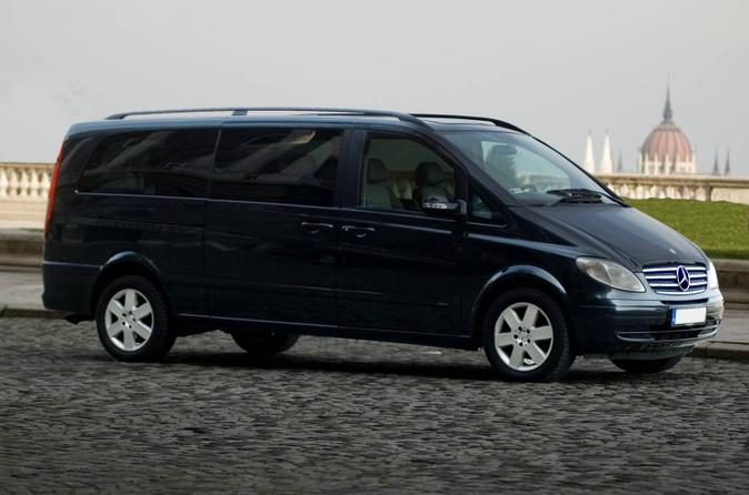 Private Transfer in Luxury Van: Munich Airport Arrival