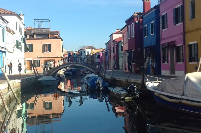 Private excursion by typical venetian motorboat to murano burano and in venice 425105