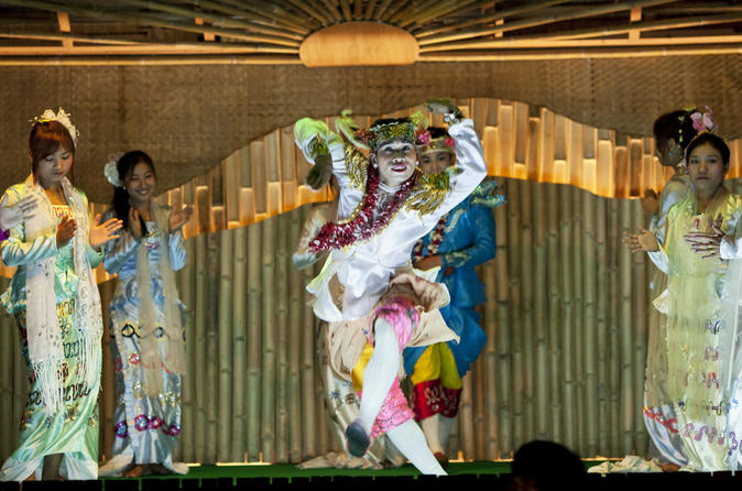 Chiang Mai: Kanthoke Dinner Show Experience