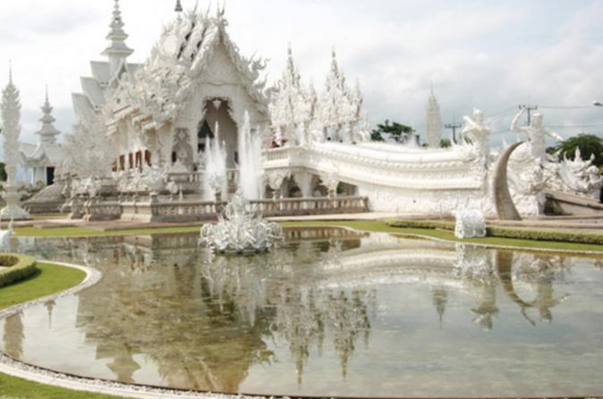 Excursão de meio dia pelos templos e city tour por Chiang Rai