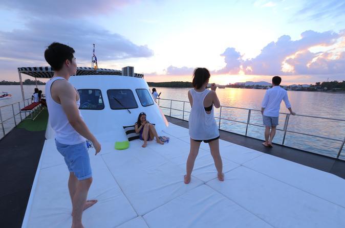 Luxury sunset cruise along the coastline of krabi in krabi noi 322328