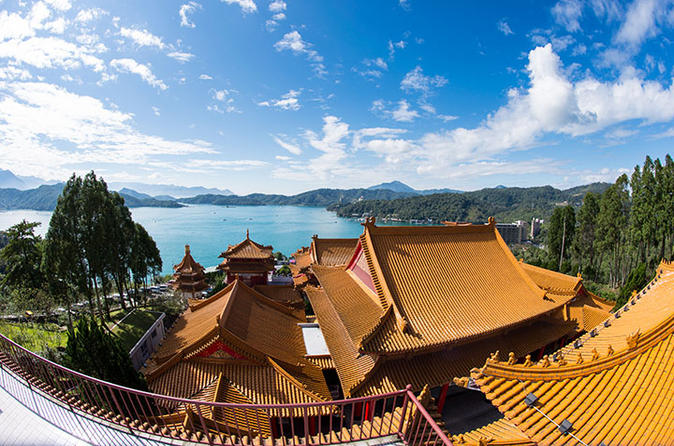 Sun Moon Lake and Nantou Cultural Experience Day Tour including Wine and Tea Tasting