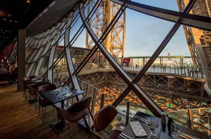 Jantar gourmet na Torre Eiffel