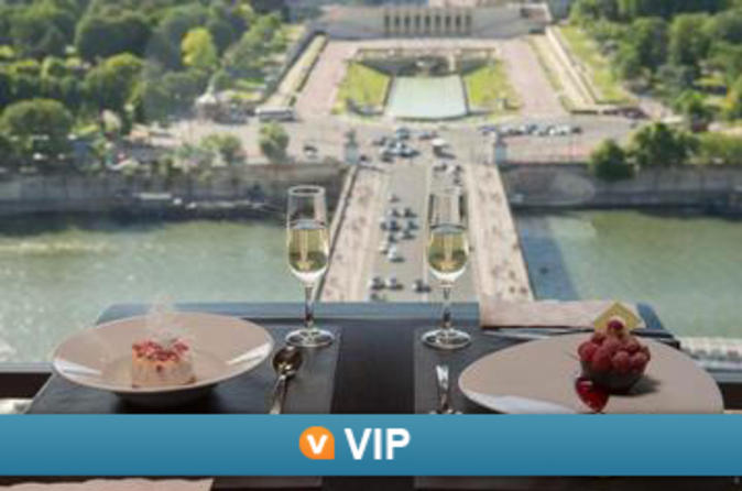 Viator VIP: Eiffel Tower Gourmet 4-Course Dinner with Champagne and Trocadero View Seating
