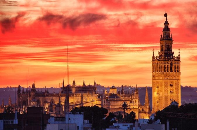 Jewish Quarter Guided Walking Tour in Seville by Night