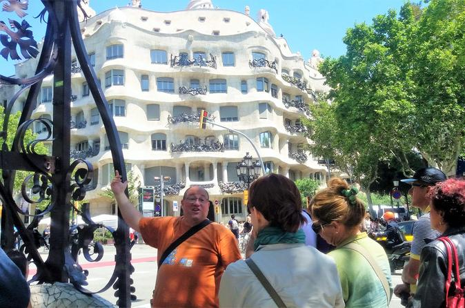 Modernism and Gaudí: Guided Walking Tour in Barcelona