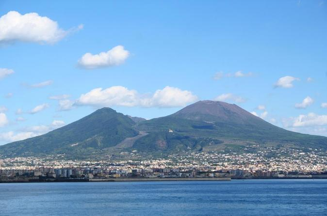 Private Full-Day Tour to Pompeii and Mt. Vesuvius with Winery Visit