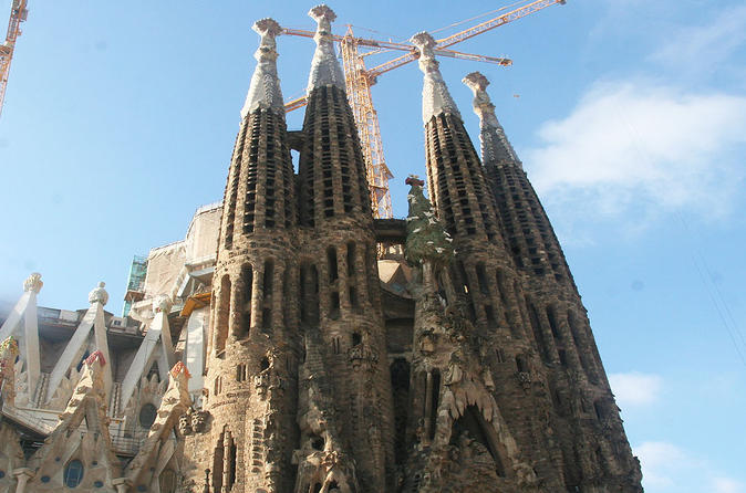 Gaudí and Modernist Architecture: Guided Walking Tour in Barcelona